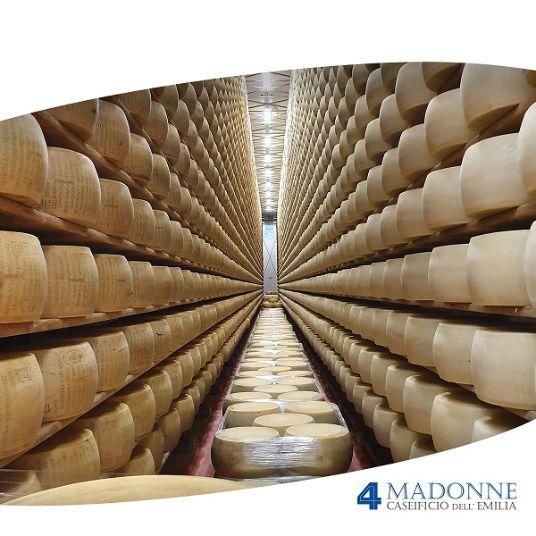 Le nostre forme di Parmigiano Reggiano DOP durante la stagionatura