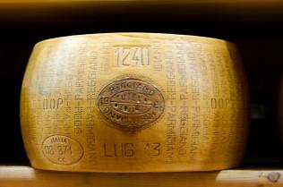 Cosa significa Parmigiano Reggiano DOP?